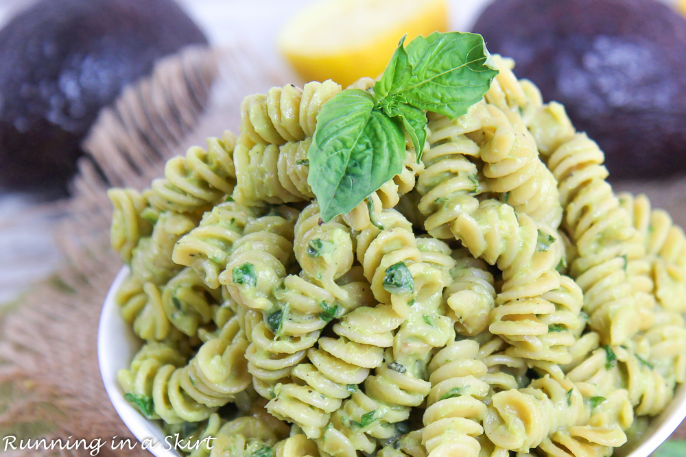 Healthy creamy avocado pasta that is only 6 ingredients!